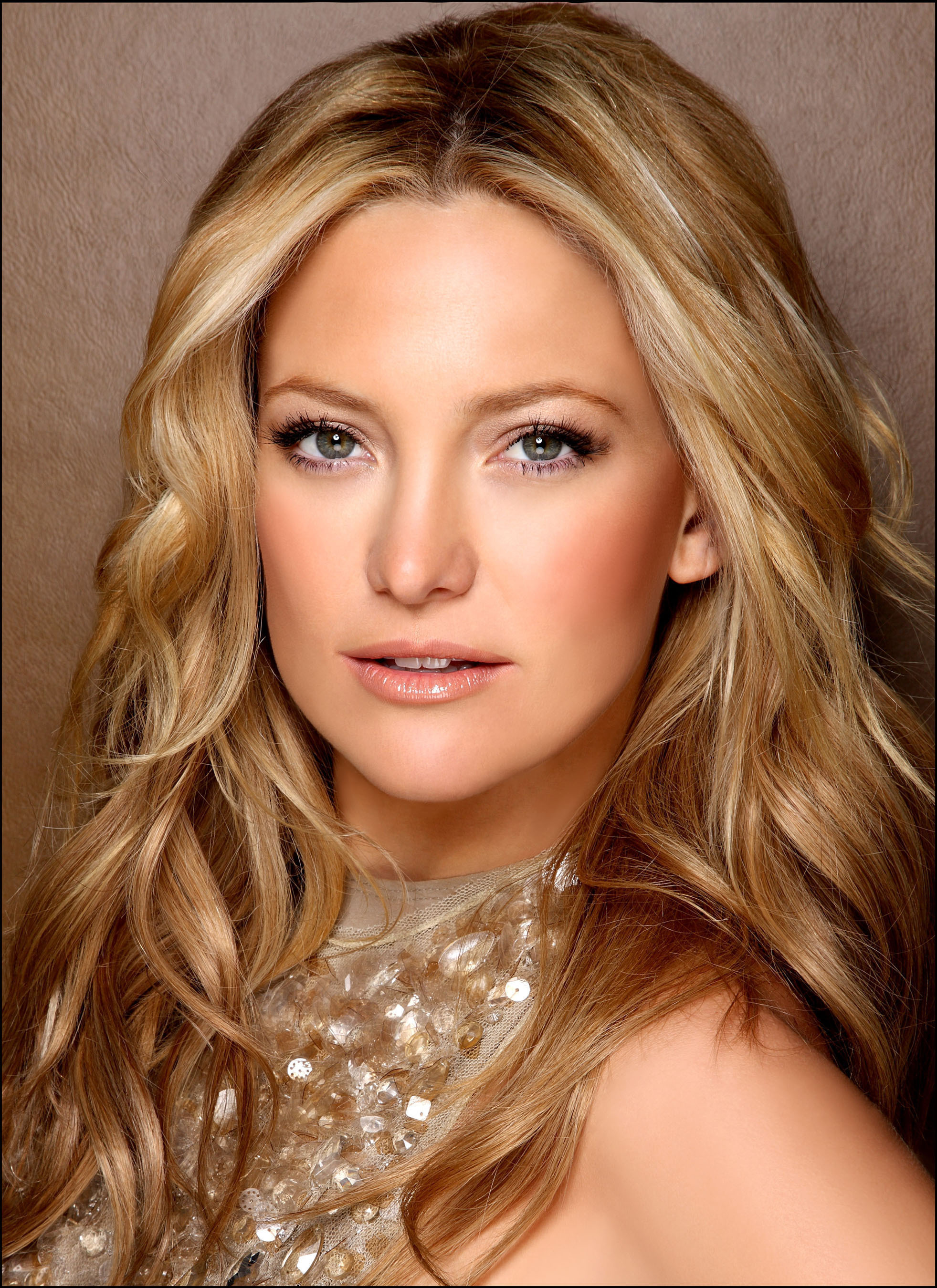 Kate Hudson Weight Height Body Stats Size Address Phone Email Hobby Favourite Things