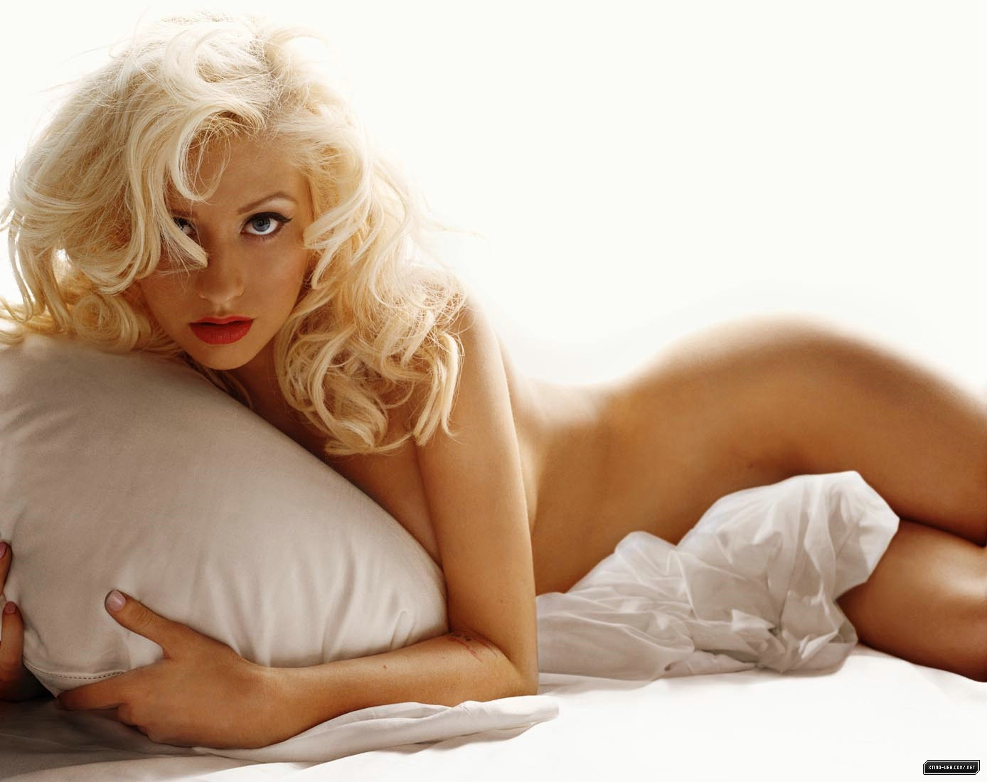 Aguilera christina nude photo shoot