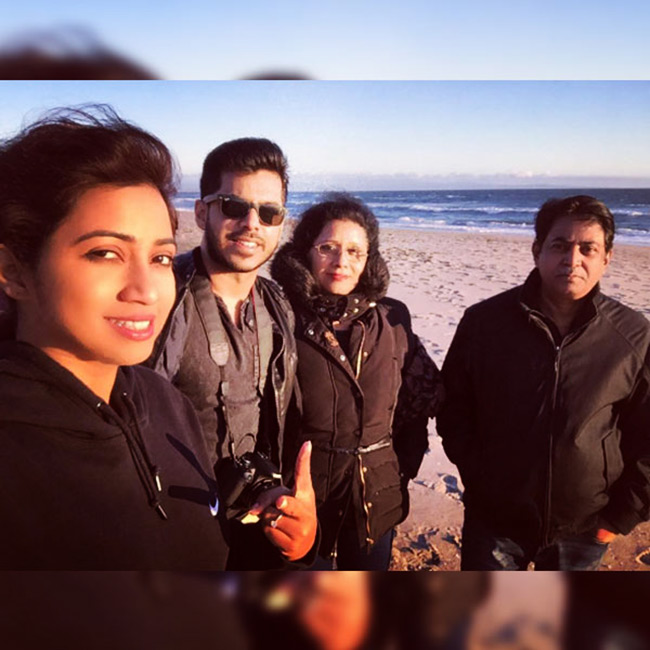 shreya-ghoshal-enjoying-family-
